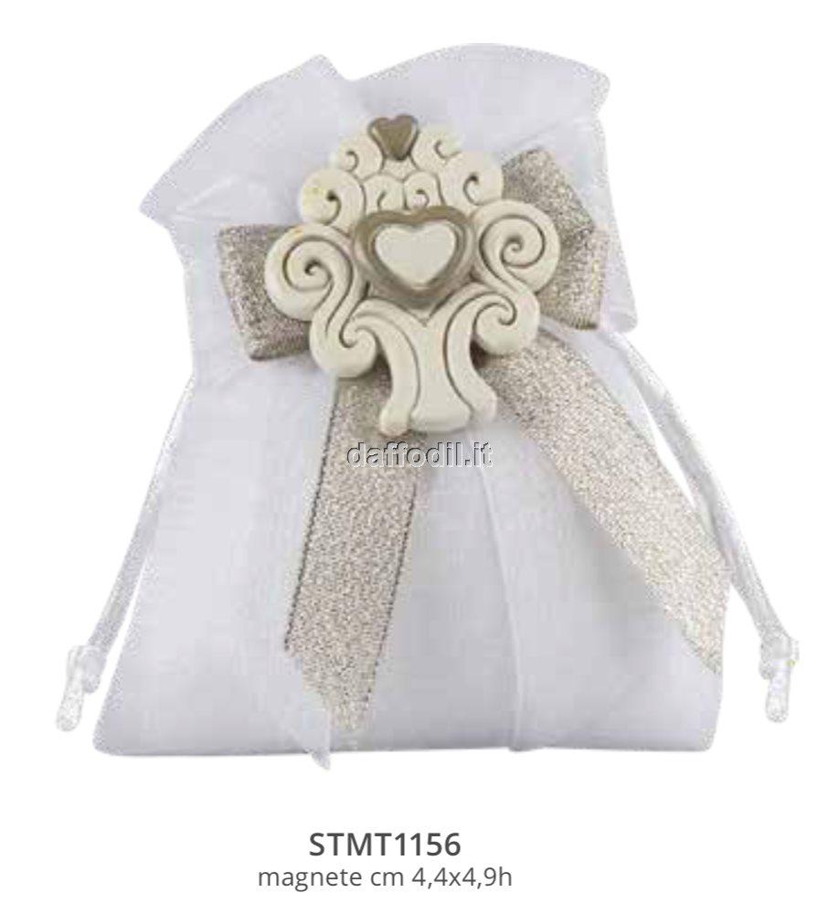 Sacchetto confetti nozze Harmony sacchetto tipo lino bianco magnete resina coppia sposini